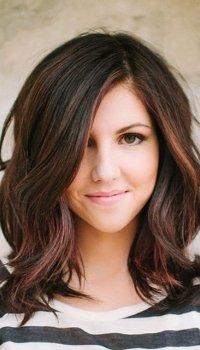 layered-medium-hairstyle