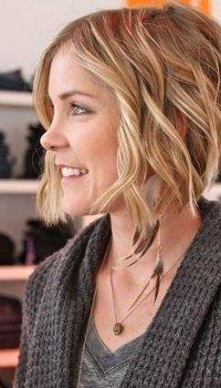 medium-hairstyle-soft-curls